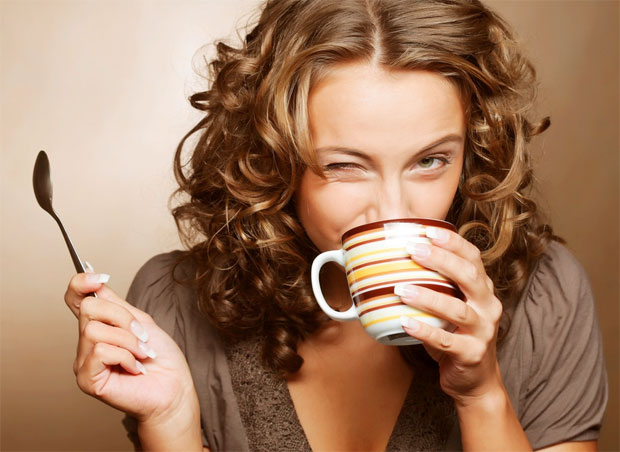 woman drinking coffe