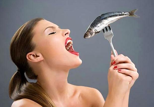 eating raw fish