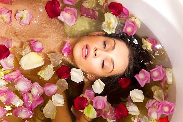 rose petals tub