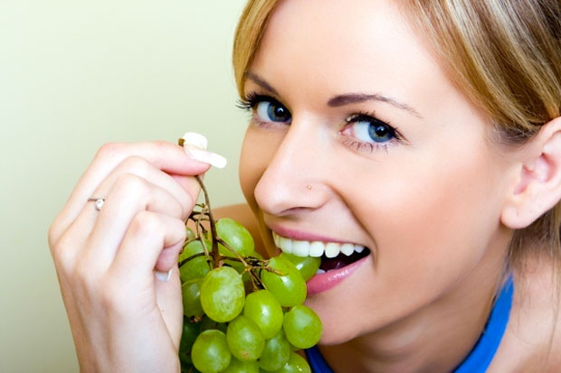 grapes eating woman