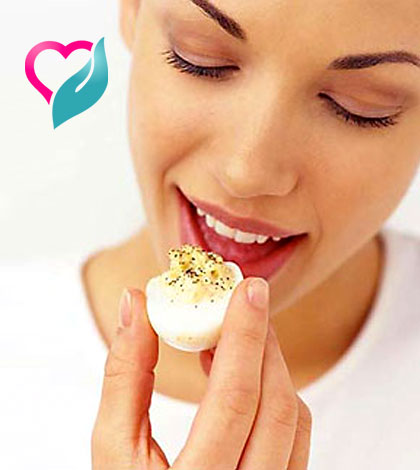 eating duck egg