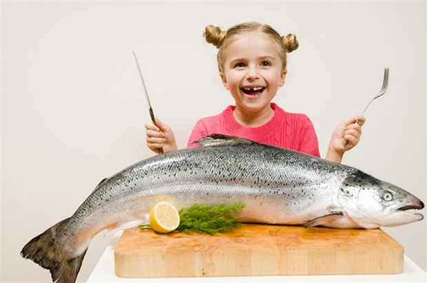 kid eating fish
