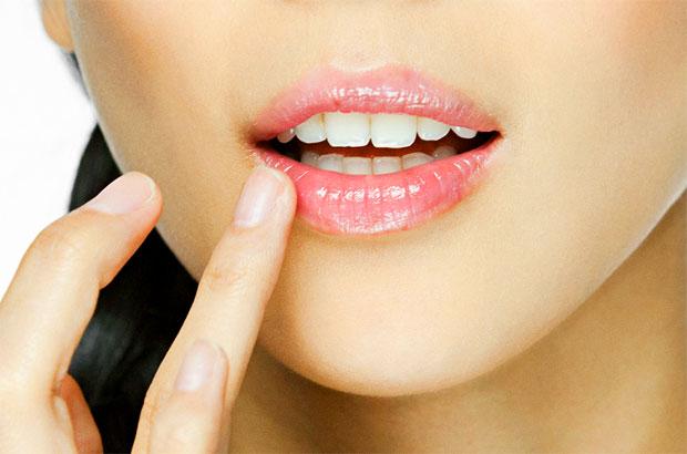 oil on lips