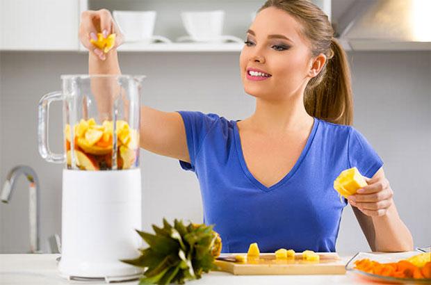 woman making juice