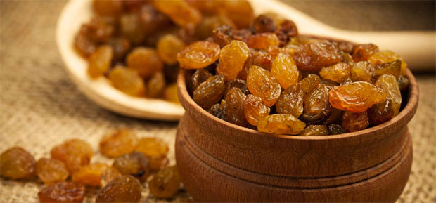 raisins in bowl