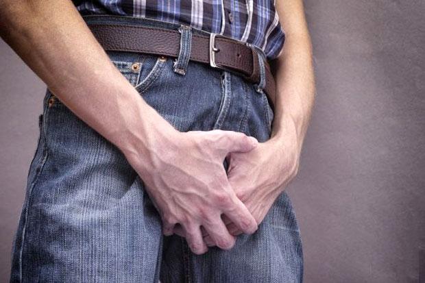 man having pain when urinating