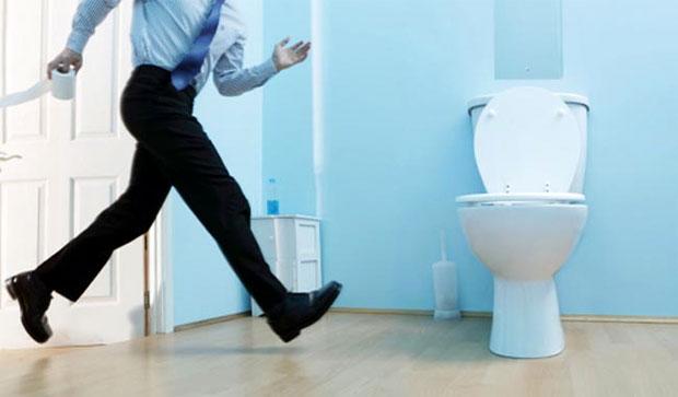 man running to urinate