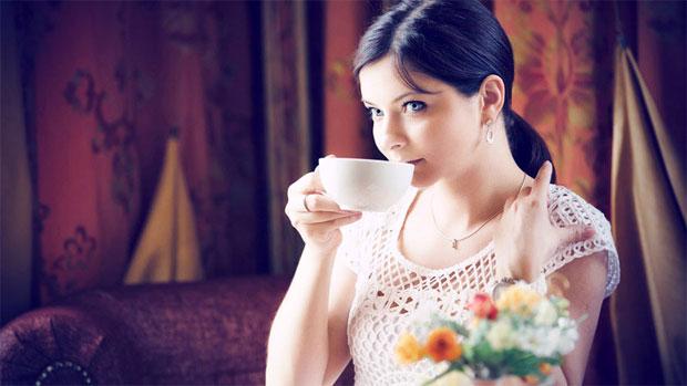 girl drinking ginger tea