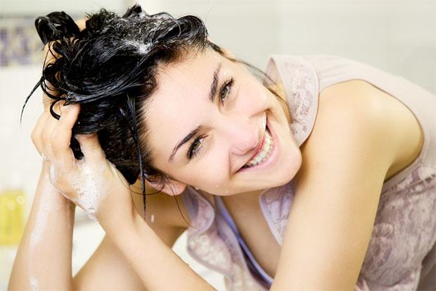 shampooing girl